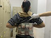 女子腰缠64台旧手机入境被查