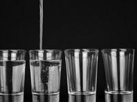 不建议用功能性饮料代替水