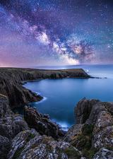 英摄影师拍银河映照海岸线时刻 画面震撼唯美