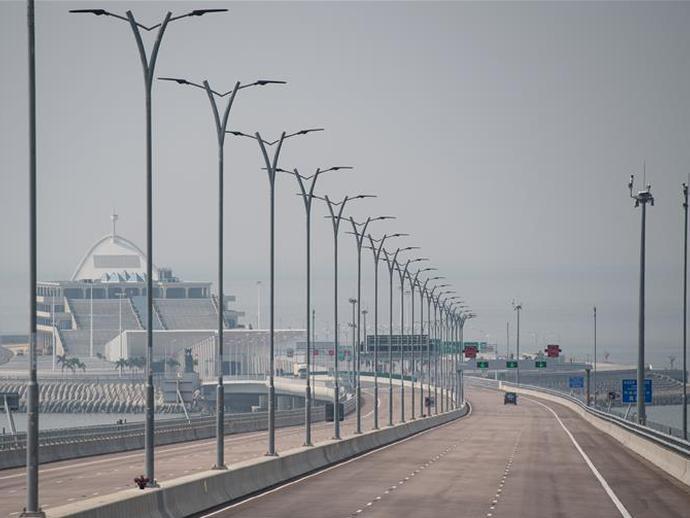港珠澳大桥开通一周年:一桥连三地 一日游三城