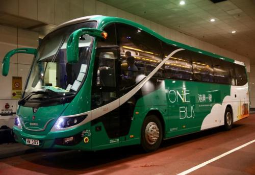 24小时港澳跨境巴士服务,由观塘出发,经港铁红磡站,直达澳门。图片来源:香港《大公报》