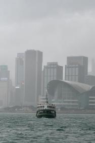 香港维港烟雨朦胧如仙境