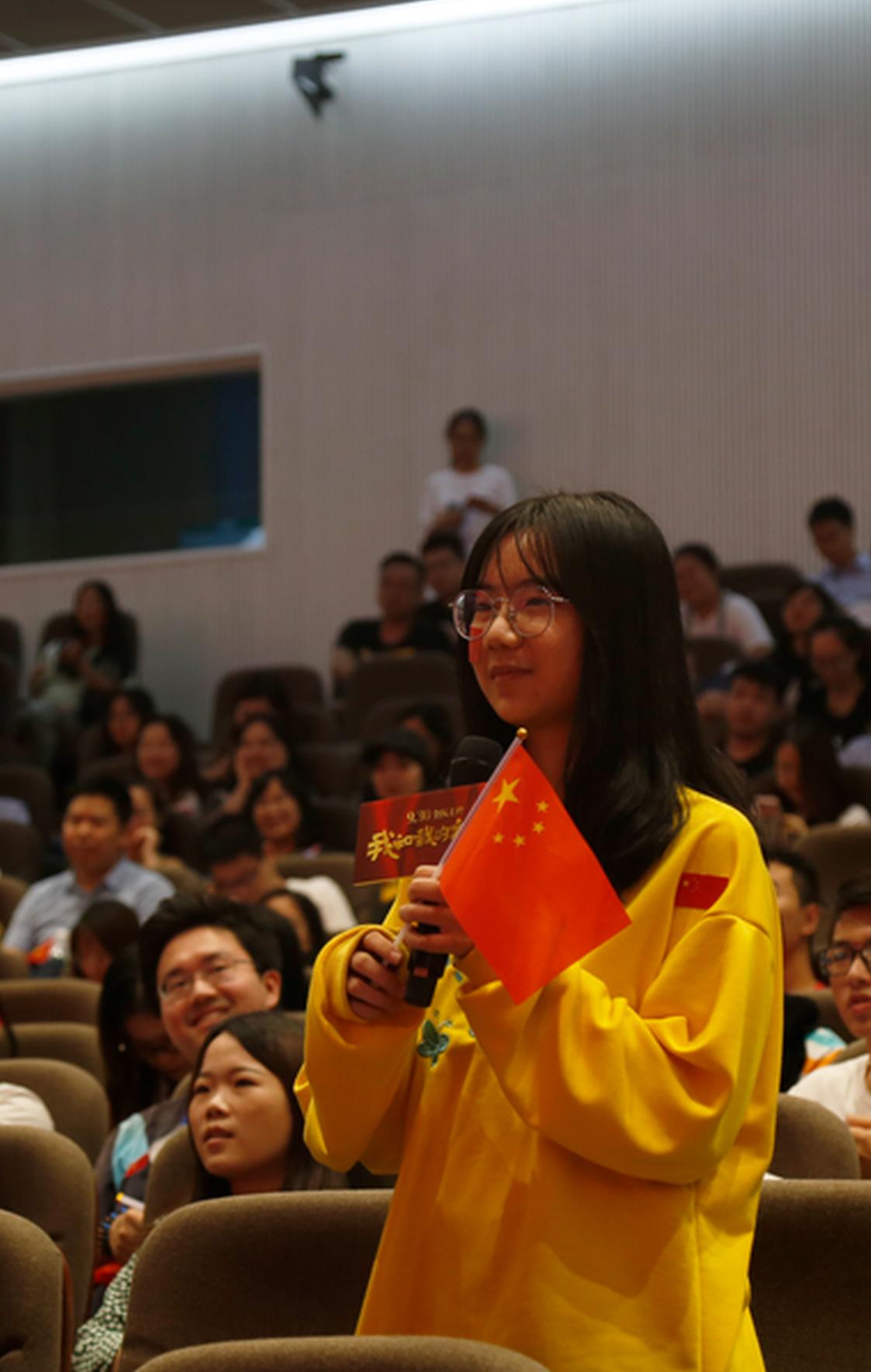 电影《我和我的祖国》深圳路演 深大学子齐唱主题曲