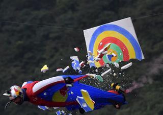 绝技在民间:翼装飞行