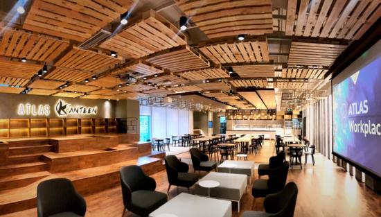 ATLAS K'anteen 寰图餐厅能灵活调整为能容纳 200 人的会议活动空间