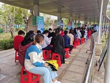 西乡街道蚝业社区工联会凝聚力量助力新冠疫苗接种
