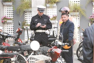 交警集中整治摩托车。