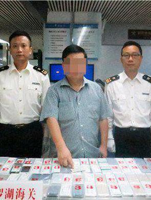 男子身绑92部手机入境被截获