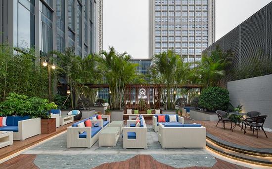 第 7 层办公空间可延伸至环境怡人的ATLAS Commons 寰图露天花园