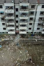 宁波爆炸现场 整栋楼窗户震碎