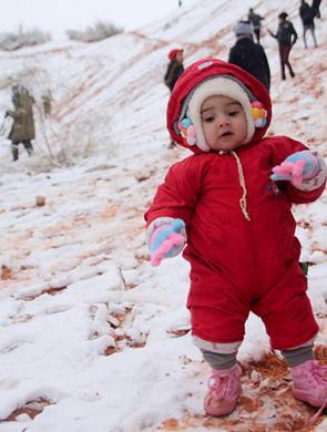 撒哈拉沙漠小镇时隔一月再降雪