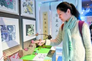 """深圳""""创意十二月""""开幕,现场展出各学校学生的创意作品,图为百仕达小学建筑课。"""