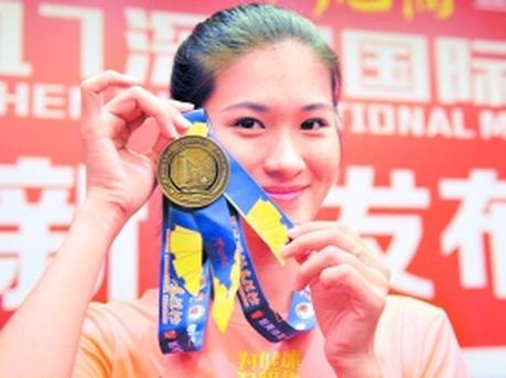深圳马拉松本周日开跑 奖牌选用市民中心为背景