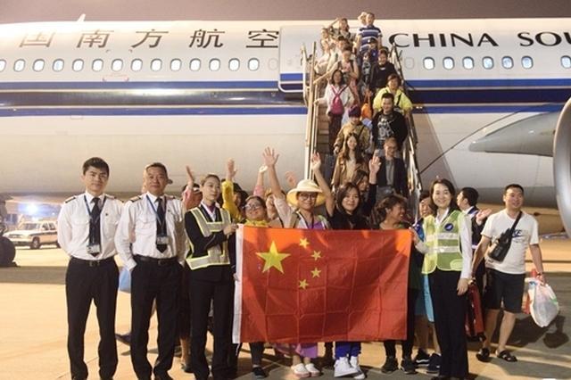 因火山喷发滞留巴厘岛的213名中外旅客被接回深圳
