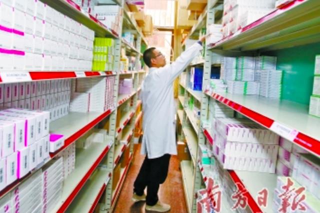 """公立医院""""团购""""近一年 500余种药品价格降一半"""