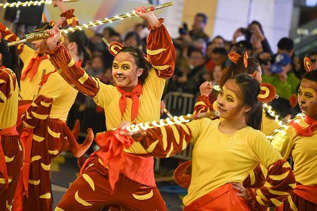香港新春汇演大年初一上演 花车、表演贺狗年