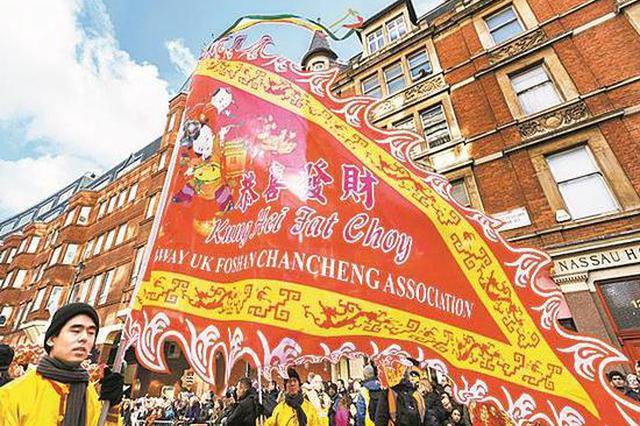 ▲演员们在伦敦市中心表演舞龙。