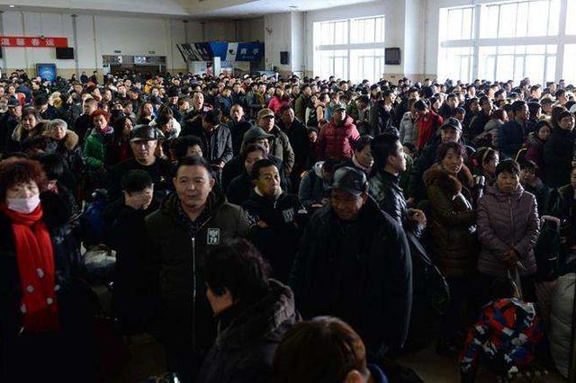 深圳火车站迎节后返程高峰 周边公共交通服务时间延长