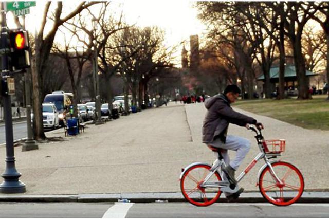 ▲春节期间中国游客在华盛顿骑行