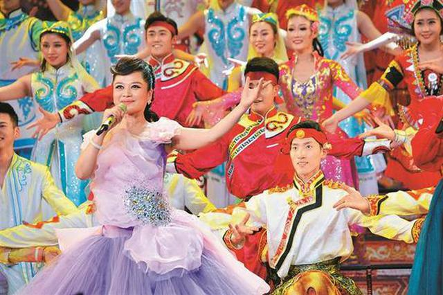 深圳音乐教师央视元宵晚会压轴演唱 唱响《中华手拉手》