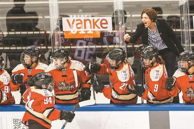 """加拿大女子冰球联赛 """"深圳德比""""见证中国冰球进步"""