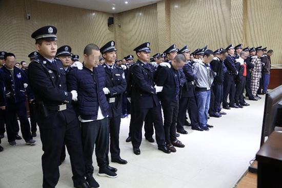 长江非法采砂首起涉黑命案作出一审宣判。荆州市公安局供图