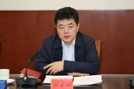 最高人民法院党组成员、政治部主任徐家新。