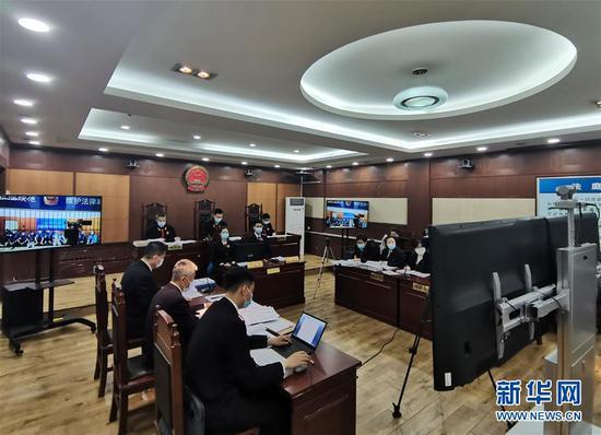 这是6月10日在黑龙江省哈尔滨市拍摄的庭审现场。新华社发