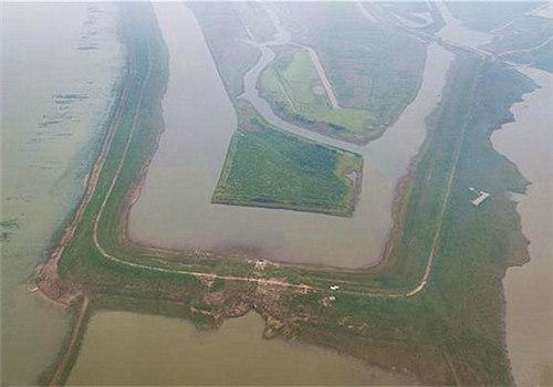 夏顺安建造的矮围一角(5月10日无人机航拍)