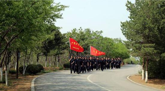辽阳市公安局开展青年民警登山摄影活动