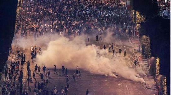 世界杯女装_代理货源一件代发_免费_加盟足球赛法国队夺冠后巴黎狂欢发生暴乱