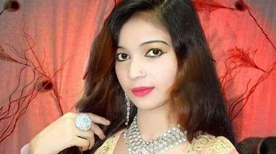 女歌手活动中遭枪杀