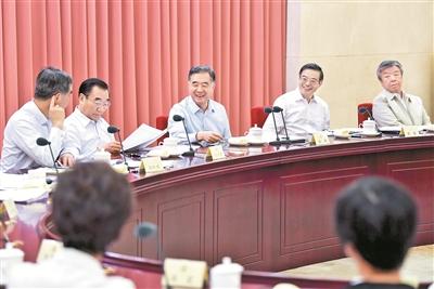 6月8日,十三届全国政协第四次双周协商座谈会在北京召开,中共中央政治局常委、全国政协主席汪洋主持会议并讲话。 新华社记者 殷博古 摄