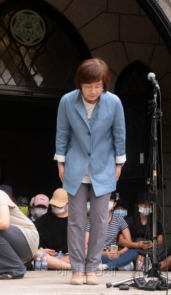 梨花女大前校长崔京姬向学生道歉