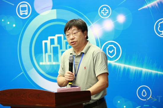教育部计算机类专业教指委副主任、全国大学生物联网设计竞赛组委会主任、上海交通大学傅育熙教授致辞
