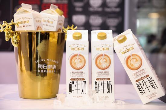 布局高端鲜奶新赛道,每日鲜语树立鲜奶原料市场新标杆 ——每日鲜语大师尊享版鲜牛奶亮相第三届上海咖啡大师赛决赛