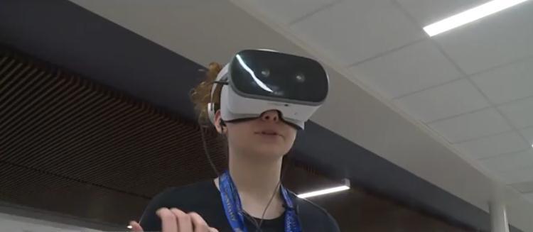 布朗斯堡的学校使用VR技术来帮助害怕公开演讲的学生