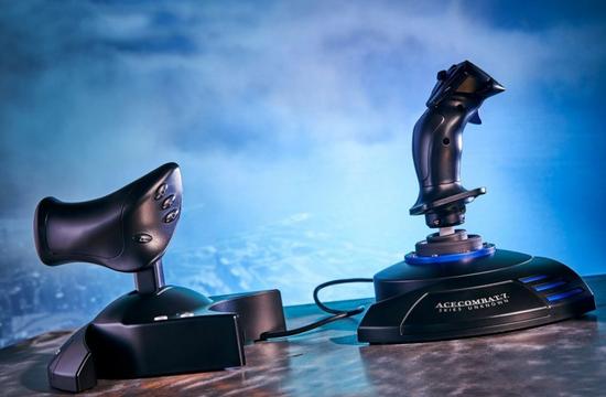你可以用这种特殊的控制器在VR中玩《皇牌空战7》