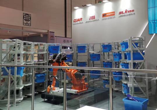 图:松盛机器人展出立体库存储系统