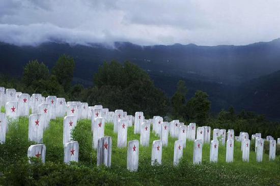无名烈士墓碑。