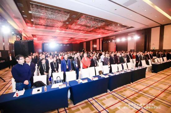 ▲全体会员代表唱国歌