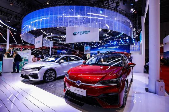 广汽集团在上海车展上展出最新车型AION S