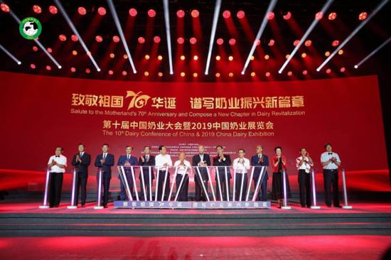 (蒙牛总裁卢敏放出席2019中国奶业大会并代表全行业发出四大倡议)