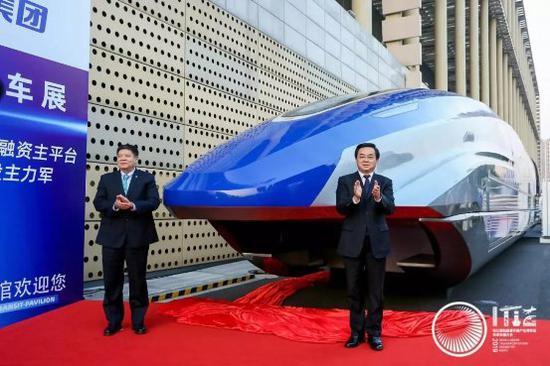 """媒体探营:智慧交通开启未来""""新纪元"""""""