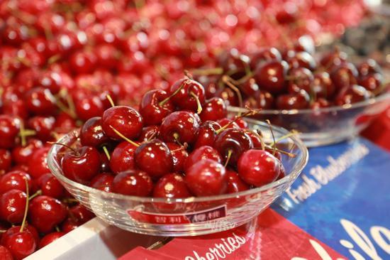 """京东生鲜推出智利蓝莓+车厘子组合装,春节有""""世界味""""还要有个性"""
