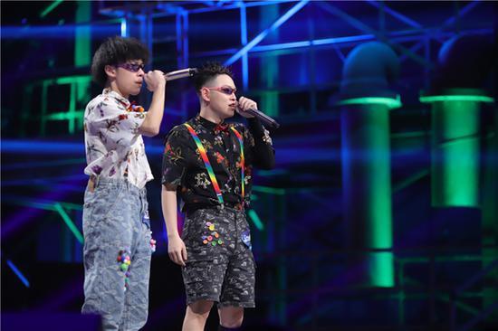 《说唱听我的》双人热单合作赛正式开启 魔动闪霸首次合体秀引期待