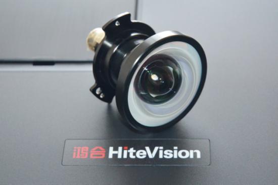 HT-G62U可选配0.47X短焦镜头,大大增强产品应用表现,满足苛刻安装环境需求。