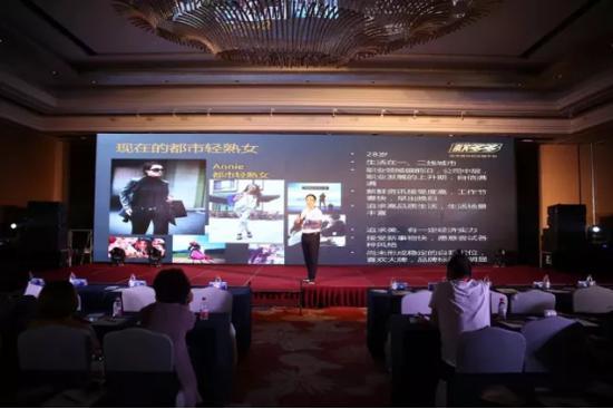 王文钢在杭州招商会带伤演讲