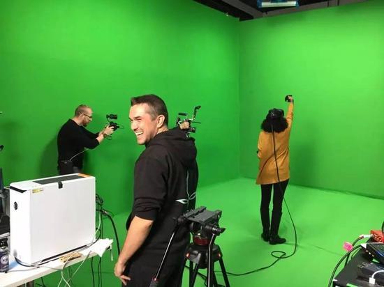 Aldin团队参观Valve总部,录制《Waltz of the Wizard》的MR玩法视频