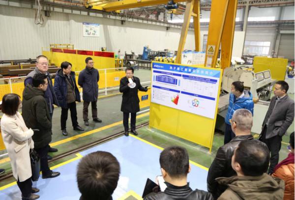 西子联合控股董事长王水福(左四)亲自出席西子重工蒲惠云MES项目上线仪式。
